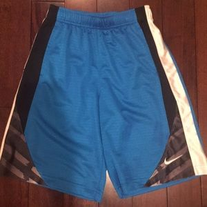 Boys sz M Nike turquoise basketball shorts
